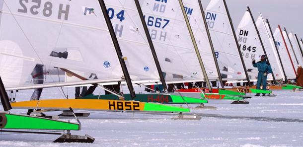 Sven Coster vijfde op NK ijszeilen
