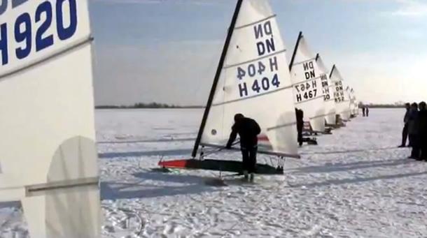 Videoreportage: NK ijszeilen 2012 Tjeukemeer