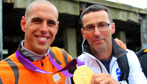 Video: Huldiging Dorian van Rijsselberge na olympisch surfgoud