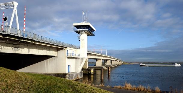 Bruggen rond IJsselmeer vraaggestuurd