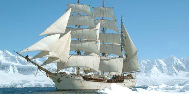 De Bark Europa onderweg naar Antarctica