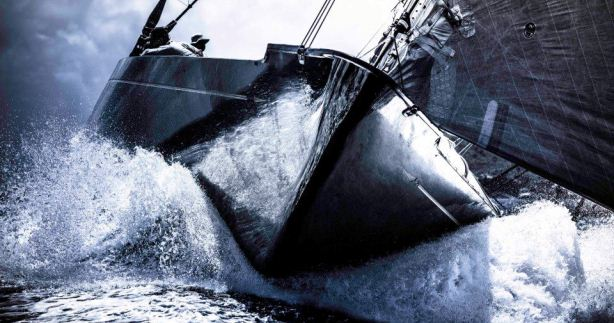 VOR Puma-crew zeilt J-Klasse Hanuman