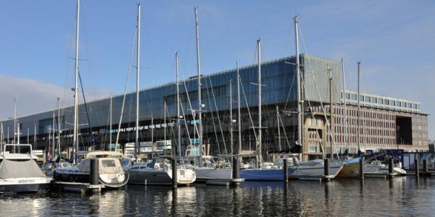 Amsterdam Marina bomvol met Koninginnedag