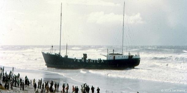 Veronica-schip spoelt aan bij Scheveningen