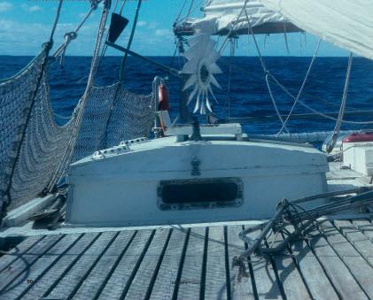 Als drijfhout overgeleverd aan de zee
