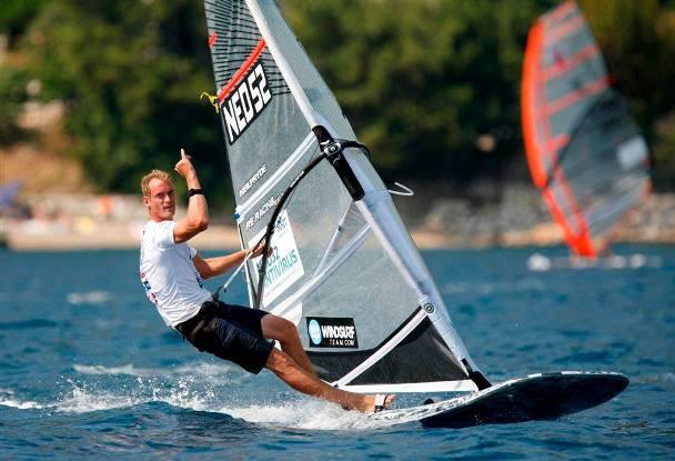Casper Bouman wint WK Formula surfen