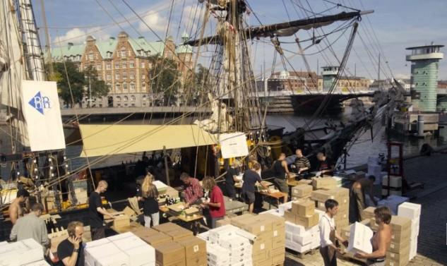 18.500 flessen wijn per zeilschip naar Denemarken
