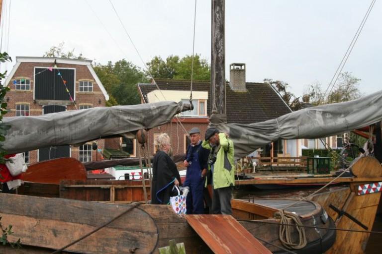 Historische schepen en drakenbotenrace in Warten