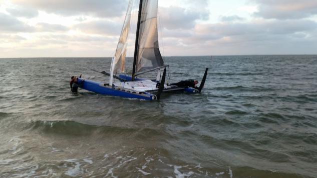 Mischa Heemskerk zeilt Ronde om Texel in draagvleugelcat
