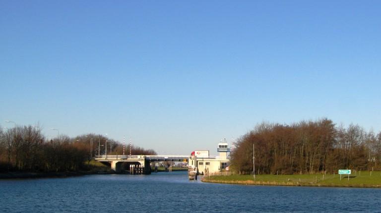 Stremming scheepvaart bij Stolperbasculebrug