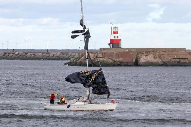 Zeiljacht op Noordzee in problemen