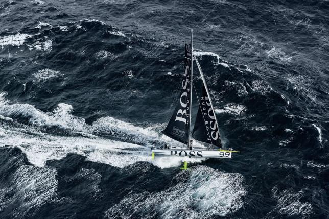 HUGO BOSS verliest mast in Barcelona World Race