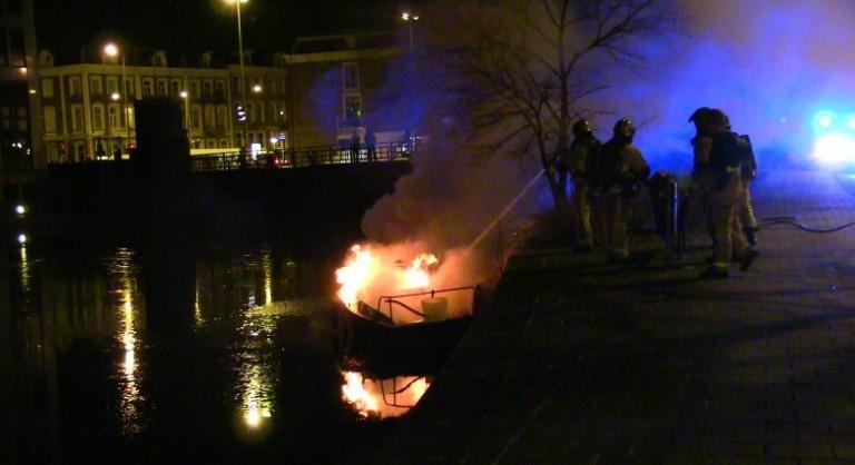 Brand op zeiljacht in Amsterdam