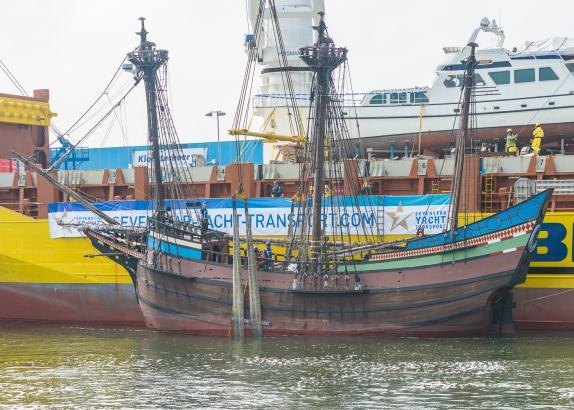 VOC-replica Halve Maen aangekomen in IJmuiden