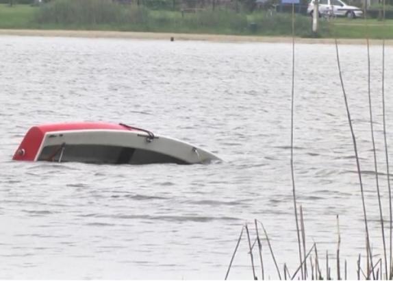 Vader verdrinkt tijdens reddingspoging zeilbootje