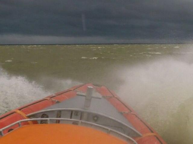KNRM vaart af en aan tijdens storm op zondag