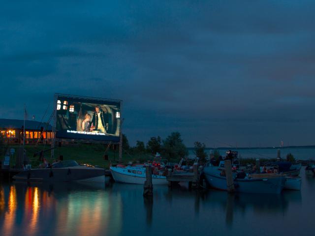 Drijvende bioscoop voor Pampus
