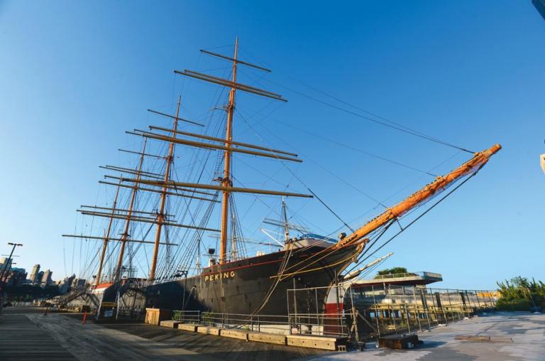 Hamburg haalt P-liner Peking terug uit New York