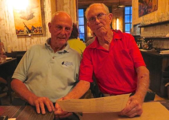 Bejaarde broers plannen oneindige reis