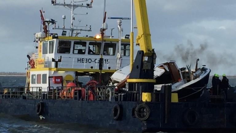 Opvarenden gezonken motorjacht vermist