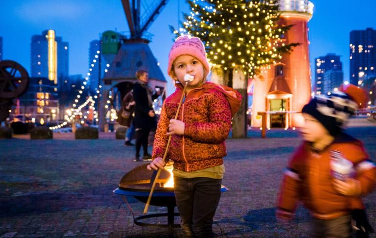 Oosterschelde brengt kerstbezoek aan Maritiem Museum