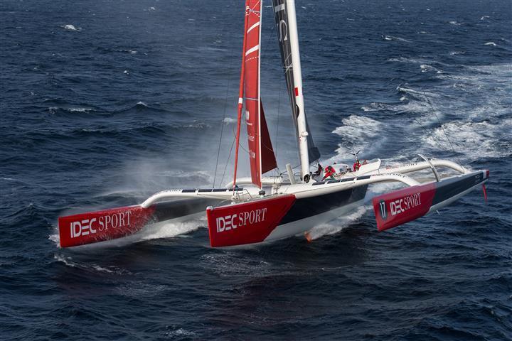 Jules Verne Trofee blijft in handen van Loïck Peyron