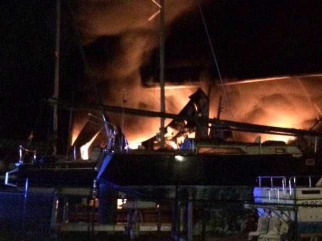 Brand jachthaven Wessem vermoedelijk aangestoken