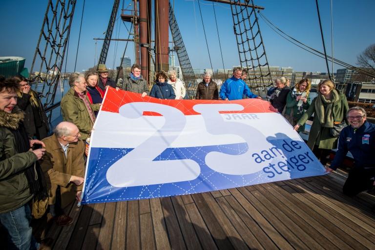 VOC-schip 25 jaar aan steiger Scheepvaartmuseum