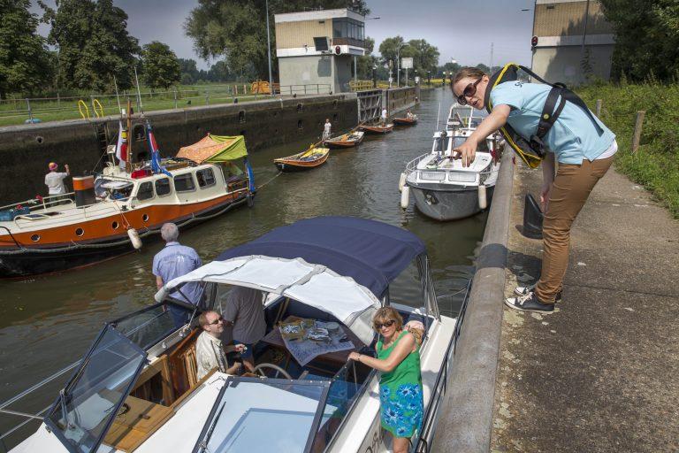 Rijkswaterstaat zet stewards in op sluizen
