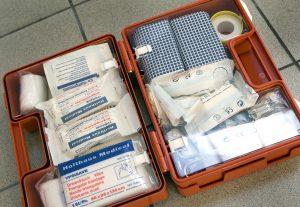 DEN HAAG - Cursus EHBO. Een EHBO koffer. ANP PHOTO XTRA KOEN SUYK