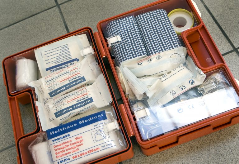 Wat moet er in de EHBO-doos?