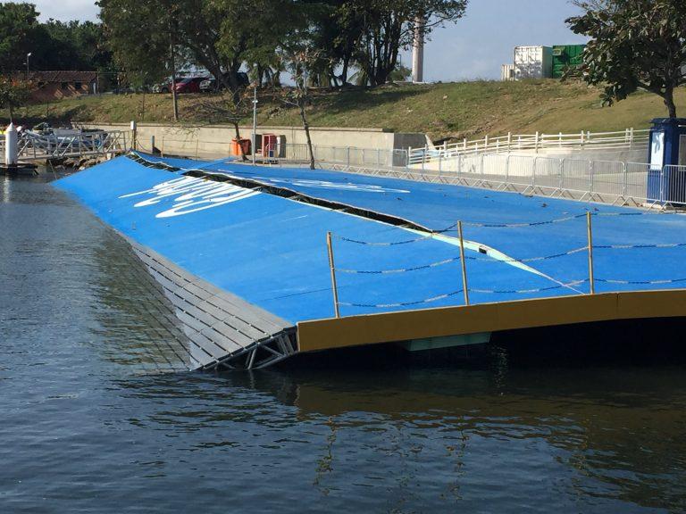 Olympisch zeilplatform ingestort door golven