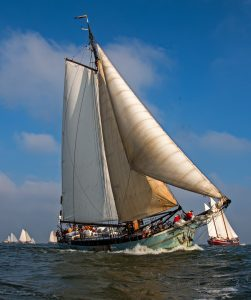 stella-maris-gelijk-na-start-overstag-vrije-wind