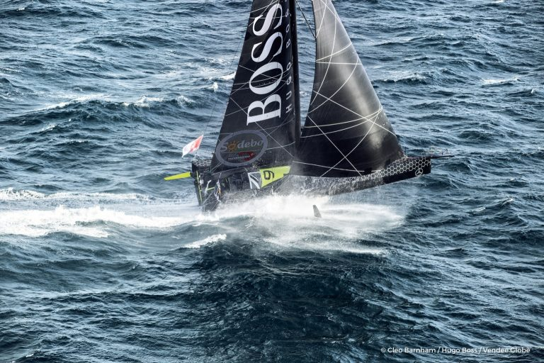 Thomson zet mijlenrecord in eindsprint Vendée Globe