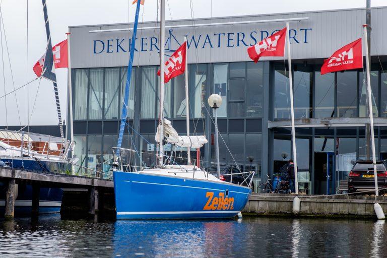 Dekker Watersport 'groos' met titel Hofleverancier