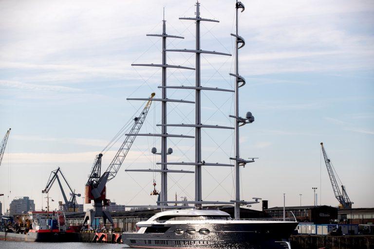 106 meter zeiljacht arriveert in Rotterdam