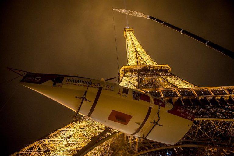 Zo zet je een boot op de Eiffeltoren