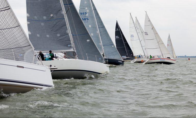 Drie gebroken masten in zware Ronde om Noord-Holland
