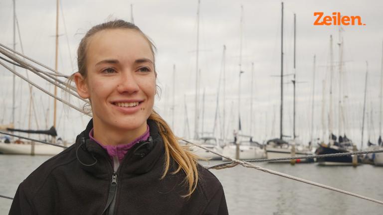 Laura Dekker vaart Singlehanded in Mini 6.50