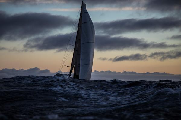 Volvo Ocean Race: enorme golven, ijsbergen en conflicten