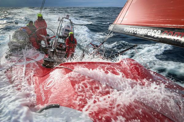 """VOR-schipper Caudrelier: """"Ik begin rood te haten"""""""