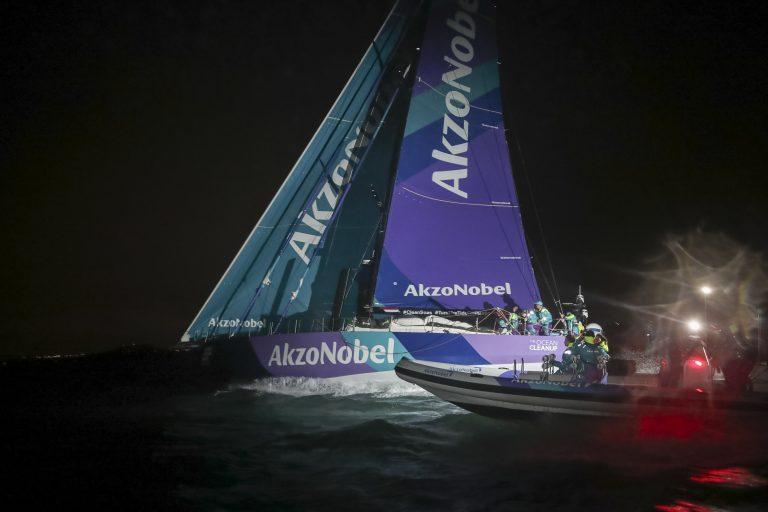 AkzoNobel wint zesde etappe