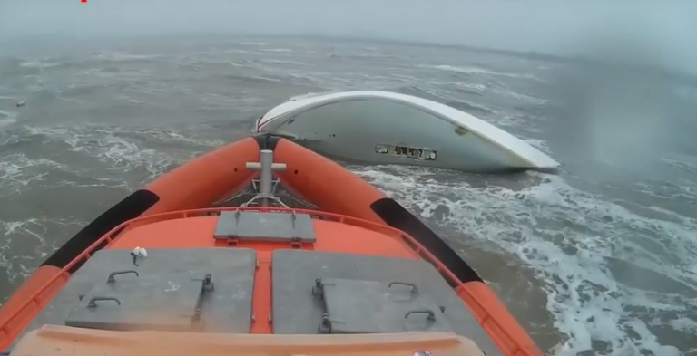 Belgisch jacht strandt: kiel afgebroken