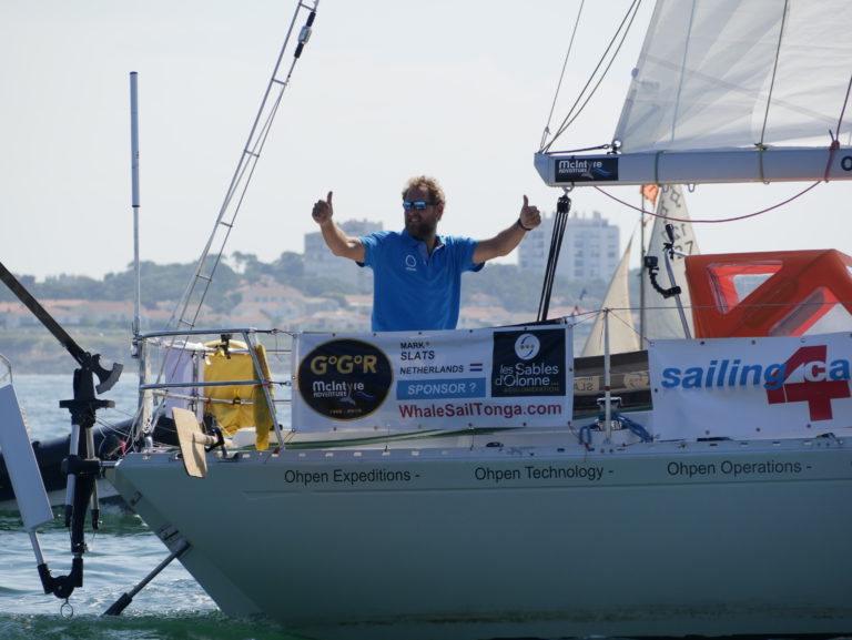 Golden Globe Race van start in lichte en warme condities