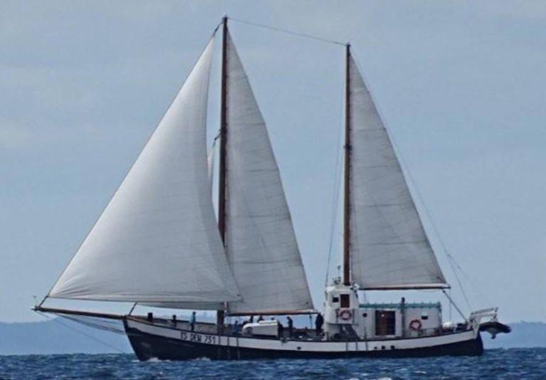 Schip kapseist op de Noordzee