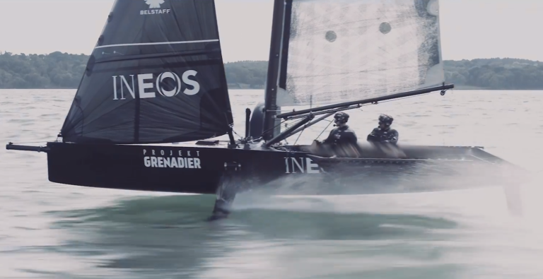 Ben Ainslie showt nieuwste America's Cup testboot