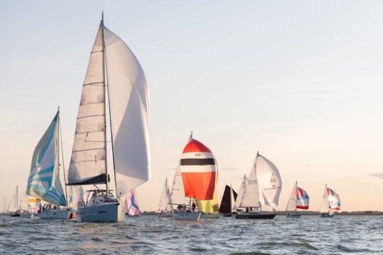 432 boten varen 24 Uurs Zeilrace