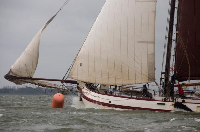 Bontekoerace: Nederlands varend erfgoed gaat strijd met elkaar aan