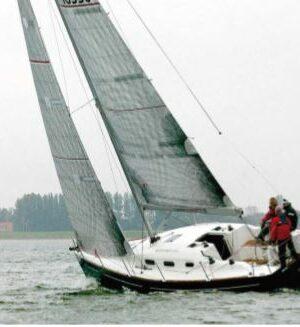 VT_03-12_Italia Yachts 10.98