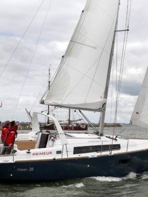 VT_12-13_Beneteau Oceanis 38